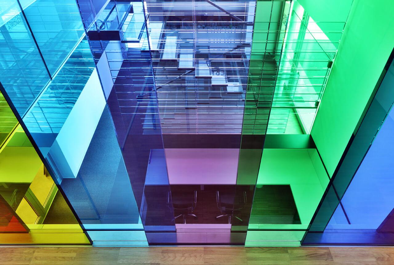 Цветные стеклянные перегородки